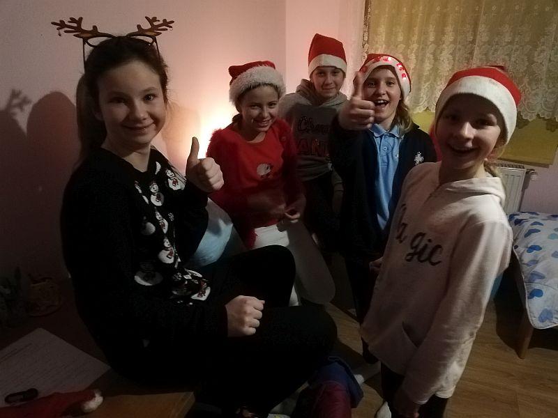 Mikołajki w Domu Dziecka 5a - 2018 - zdjęcie 4