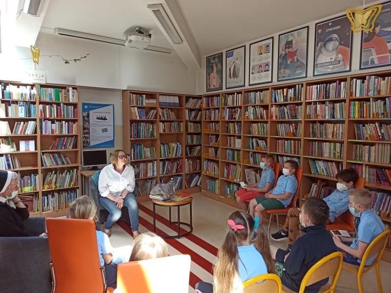 Spotkania autorskie z Justyną Bednarek w naszej bibliotece - zdjęcie 2