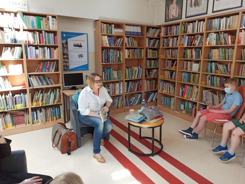 Spotkania autorskie z Justyną Bednarek w naszej bibliotece - zdjęcie 4