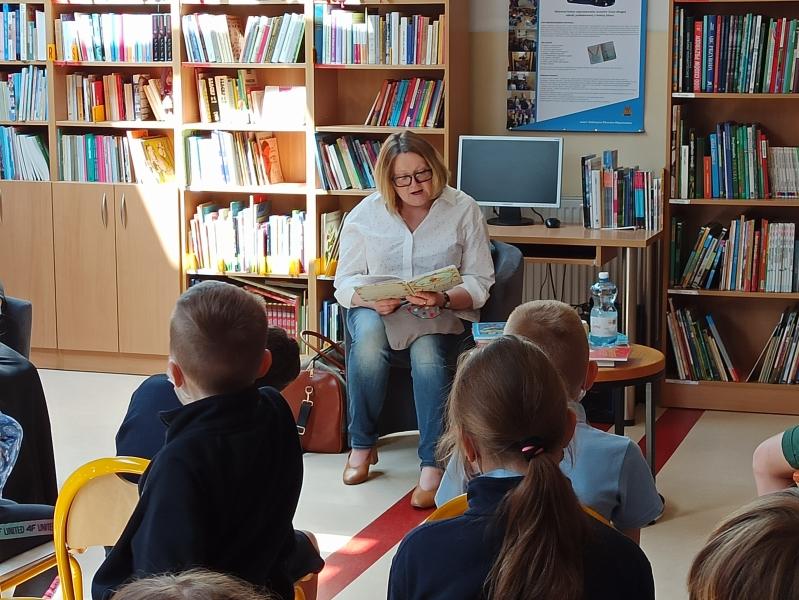 Spotkania autorskie z Justyną Bednarek w naszej bibliotece - zdjęcie 5