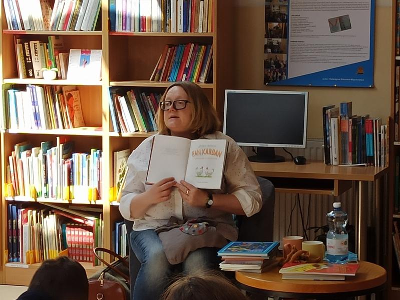 Spotkania autorskie z Justyną Bednarek w naszej bibliotece - zdjęcie 6