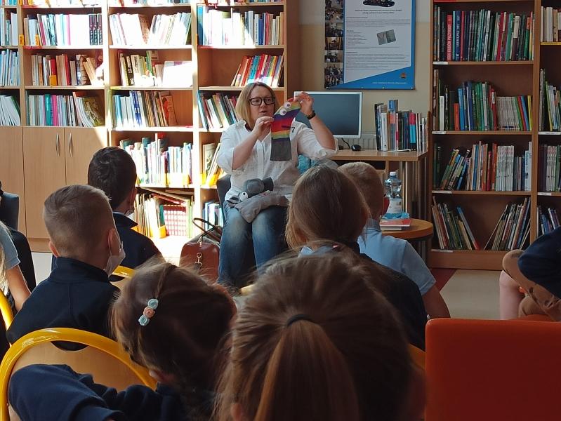Spotkania autorskie z Justyną Bednarek w naszej bibliotece - zdjęcie 7