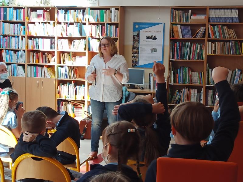 Spotkania autorskie z Justyną Bednarek w naszej bibliotece - zdjęcie 8