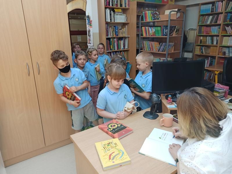 Spotkania autorskie z Justyną Bednarek w naszej bibliotece - zdjęcie 11