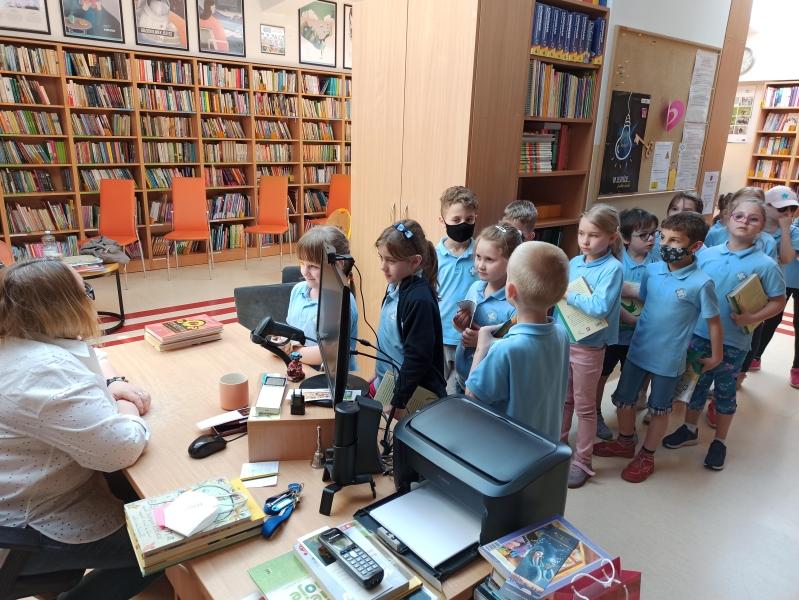 Spotkania autorskie z Justyną Bednarek w naszej bibliotece - zdjęcie 12