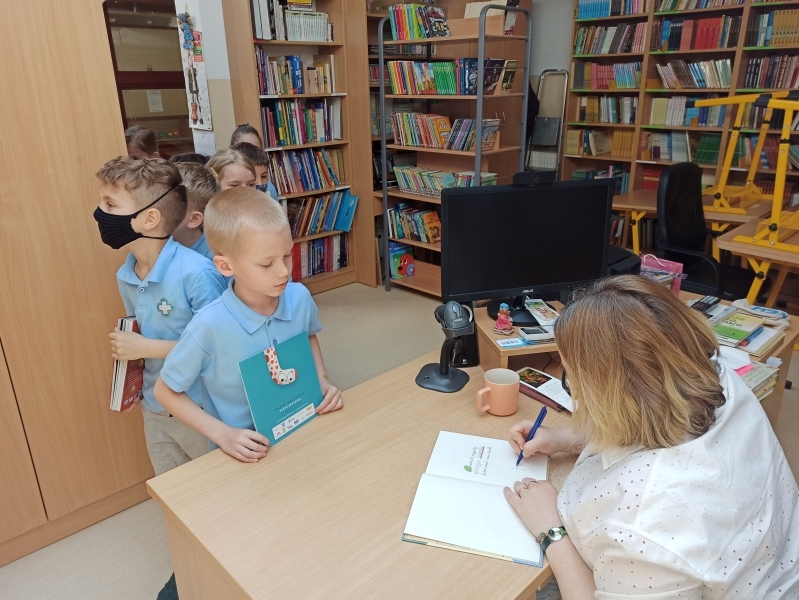 Spotkania autorskie z Justyną Bednarek w naszej bibliotece - zdjęcie 13