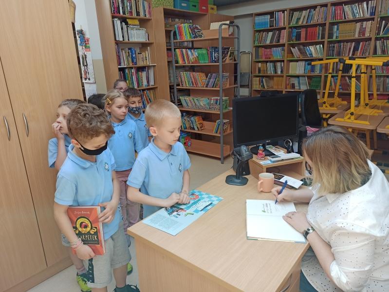 Spotkania autorskie z Justyną Bednarek w naszej bibliotece - zdjęcie 14