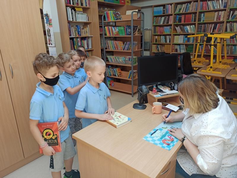 Spotkania autorskie z Justyną Bednarek w naszej bibliotece - zdjęcie 15