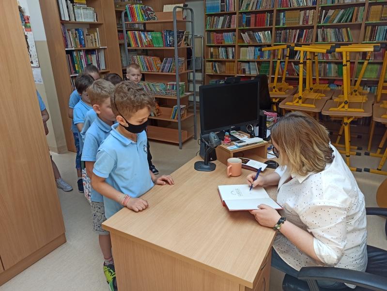 Spotkania autorskie z Justyną Bednarek w naszej bibliotece - zdjęcie 16