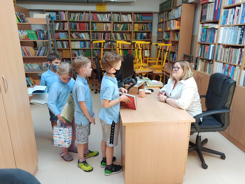 Spotkania autorskie z Justyną Bednarek w naszej bibliotece - zdjęcie 17
