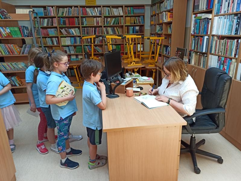 Spotkania autorskie z Justyną Bednarek w naszej bibliotece - zdjęcie 18