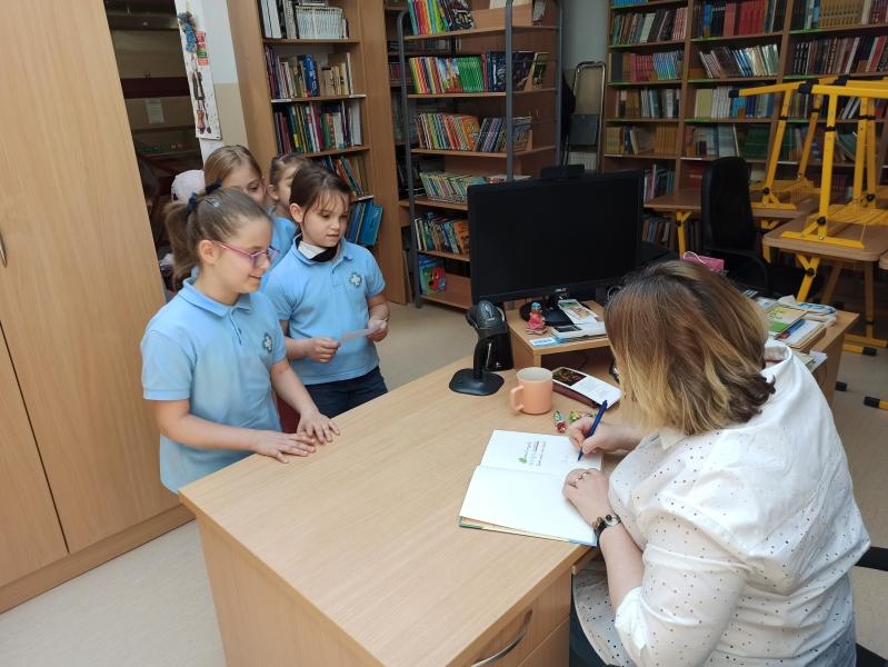 Spotkania autorskie z Justyną Bednarek w naszej bibliotece - zdjęcie 19
