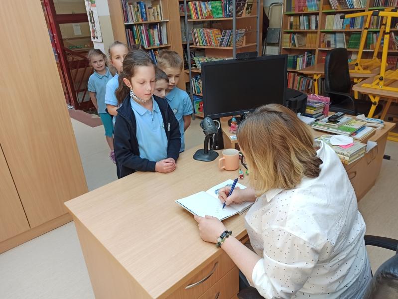 Spotkania autorskie z Justyną Bednarek w naszej bibliotece - zdjęcie 21