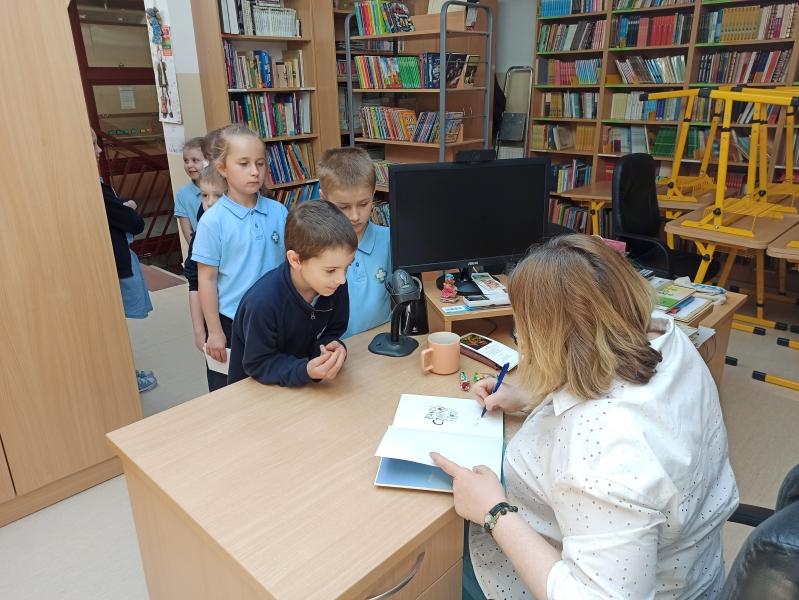 Spotkania autorskie z Justyną Bednarek w naszej bibliotece - zdjęcie 22