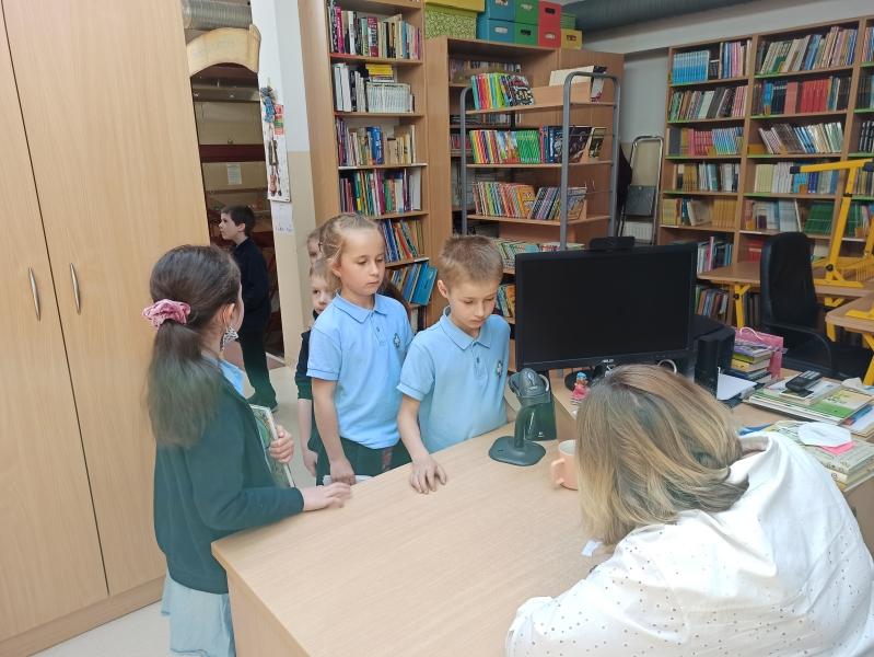 Spotkania autorskie z Justyną Bednarek w naszej bibliotece - zdjęcie 23
