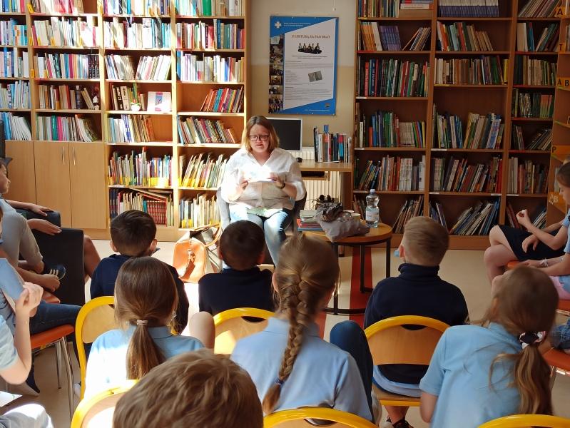 Spotkania autorskie z Justyną Bednarek w naszej bibliotece - zdjęcie 24