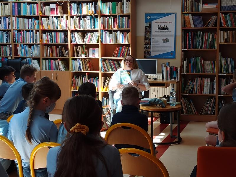 Spotkania autorskie z Justyną Bednarek w naszej bibliotece - zdjęcie 26
