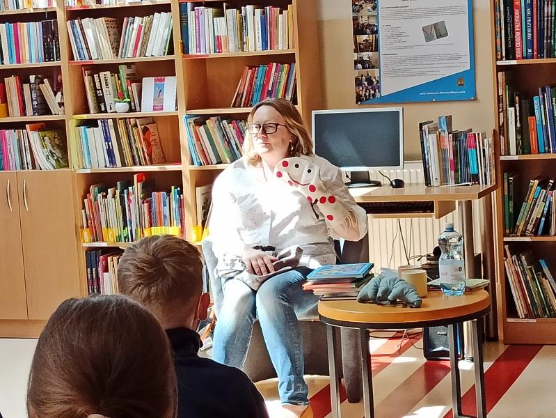 Spotkania autorskie z Justyną Bednarek w naszej bibliotece - zdjęcie 27