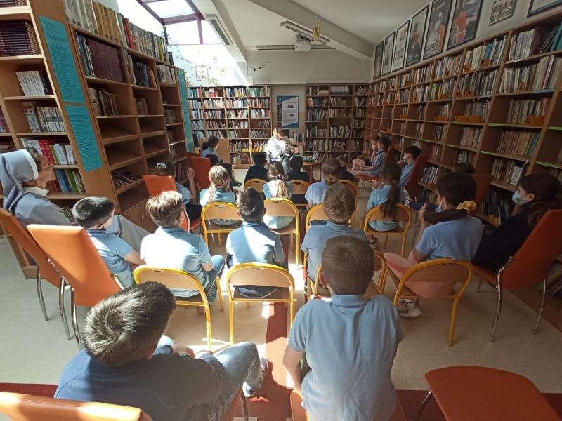 Spotkania autorskie z Justyną Bednarek w naszej bibliotece - zdjęcie 28