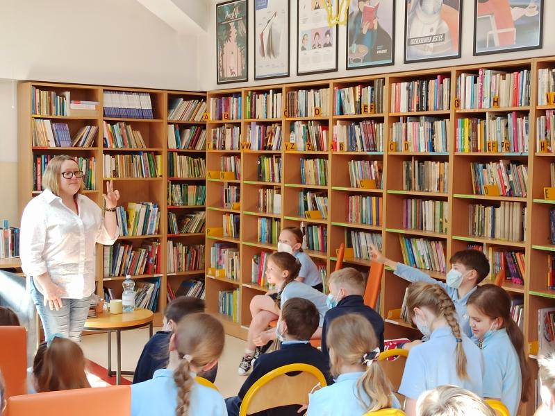 Spotkania autorskie z Justyną Bednarek w naszej bibliotece - zdjęcie 30