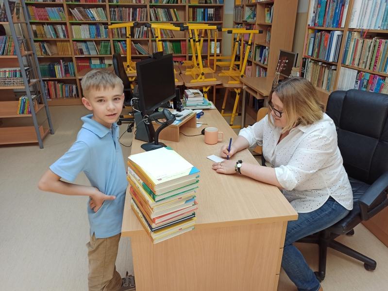 Spotkania autorskie z Justyną Bednarek w naszej bibliotece - zdjęcie 1