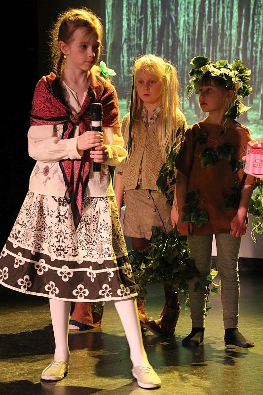 Koło teatralno-artystyczne klas II i III - zdjęcie 13
