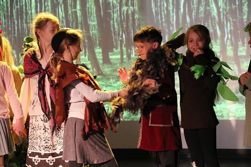 Koło teatralno-artystyczne klas II i III - zdjęcie 18