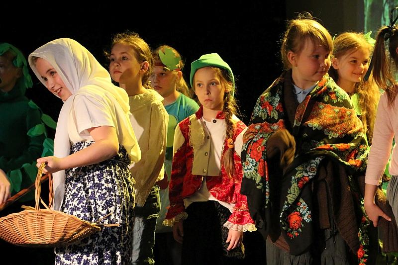 Koło teatralno-artystyczne klas II i III - zdjęcie 19