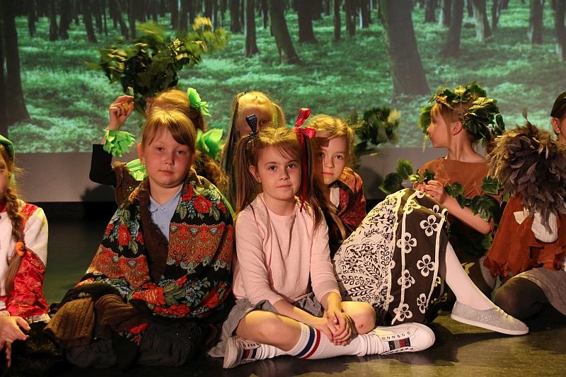 Koło teatralno-artystyczne klas II i III - zdjęcie 22
