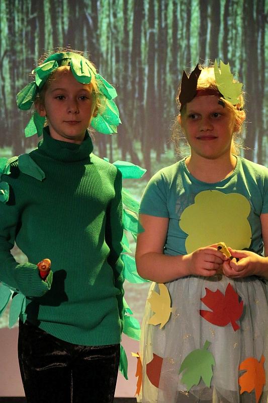 Koło teatralno-artystyczne klas II i III - zdjęcie 33
