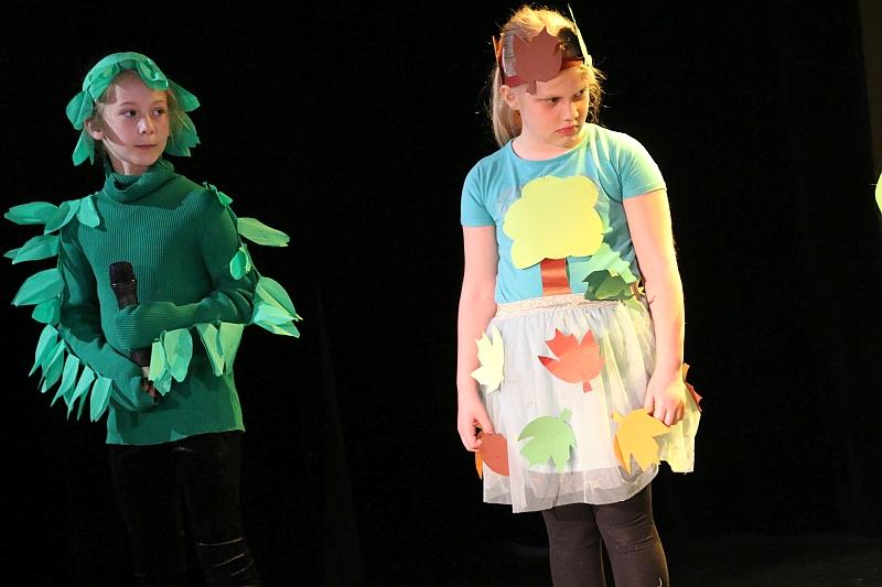 Koło teatralno-artystyczne klas II i III - zdjęcie 5