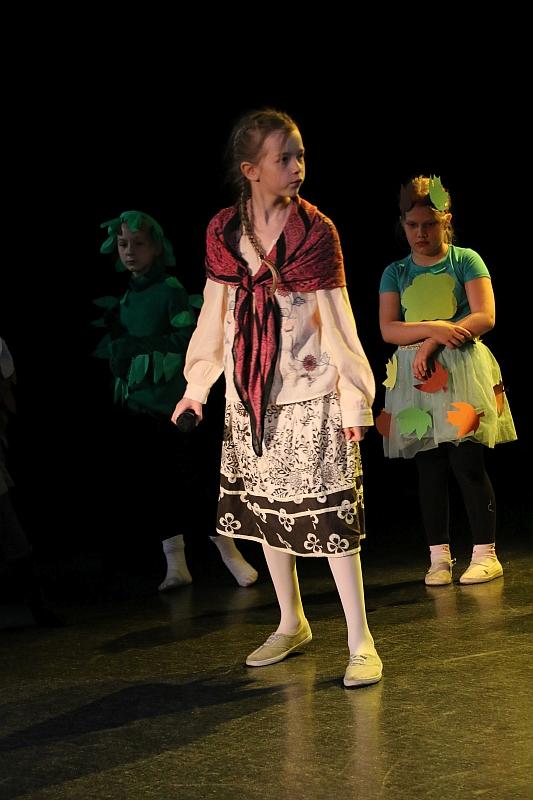 Koło teatralno-artystyczne klas II i III - zdjęcie 9