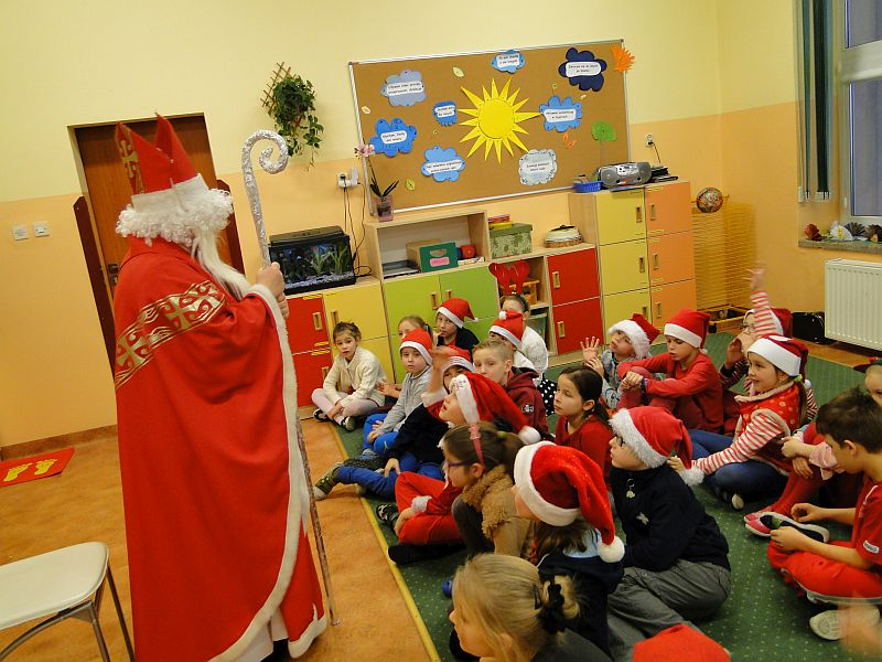 Mikołaj w naszej szkole - zdjęcie 11