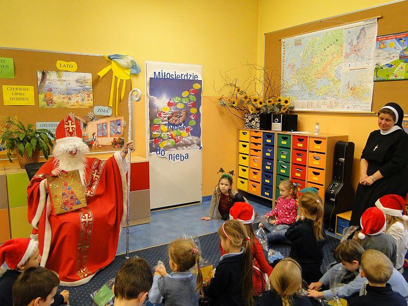 Mikołaj w naszej szkole - zdjęcie 14