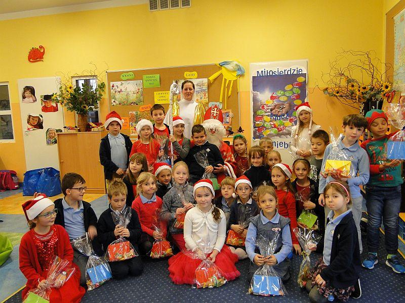 Mikołaj w naszej szkole - zdjęcie 15