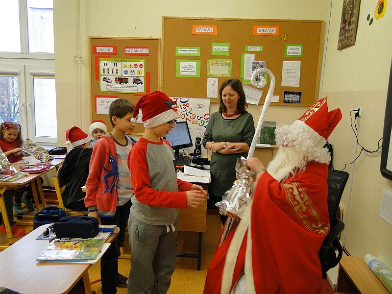 Mikołaj w naszej szkole - zdjęcie 16