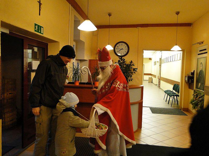 Mikołaj w naszej szkole - zdjęcie 2