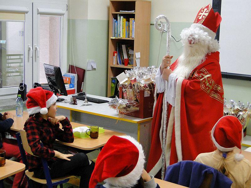 Mikołaj w naszej szkole - zdjęcie 7