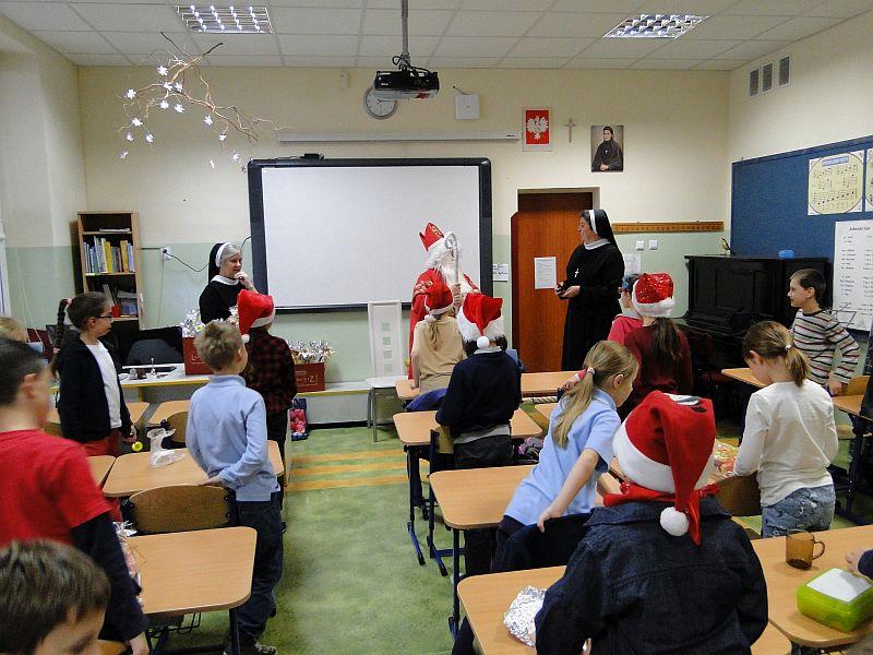 Mikołaj w naszej szkole - zdjęcie 9