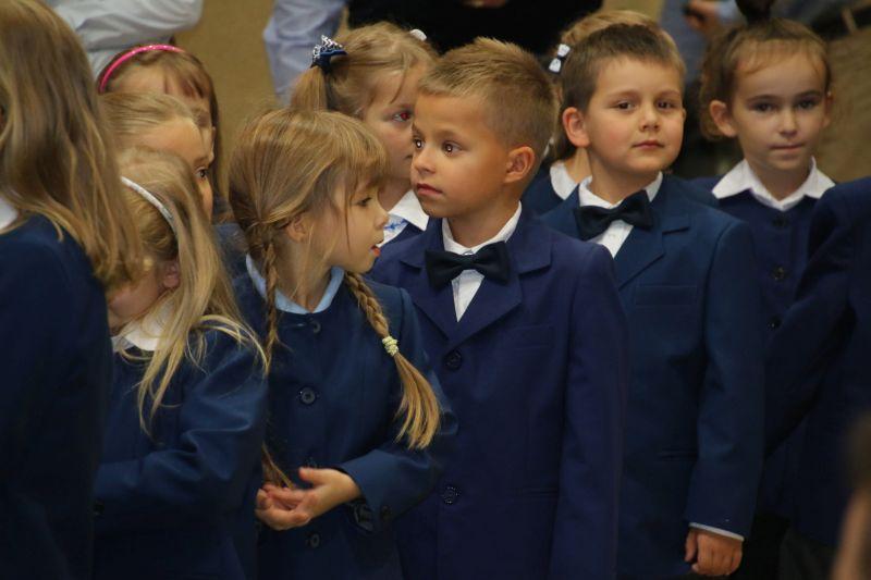 Ślubowanie klas I Szkoły Podstawowej 2015 - zdjęcie 4